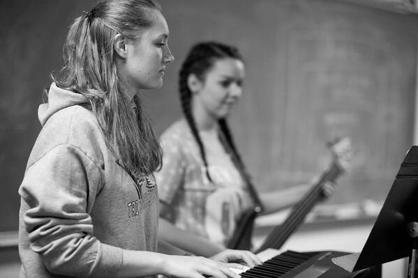 ywam-tyler-school-of-worship-girls-playing-instraments